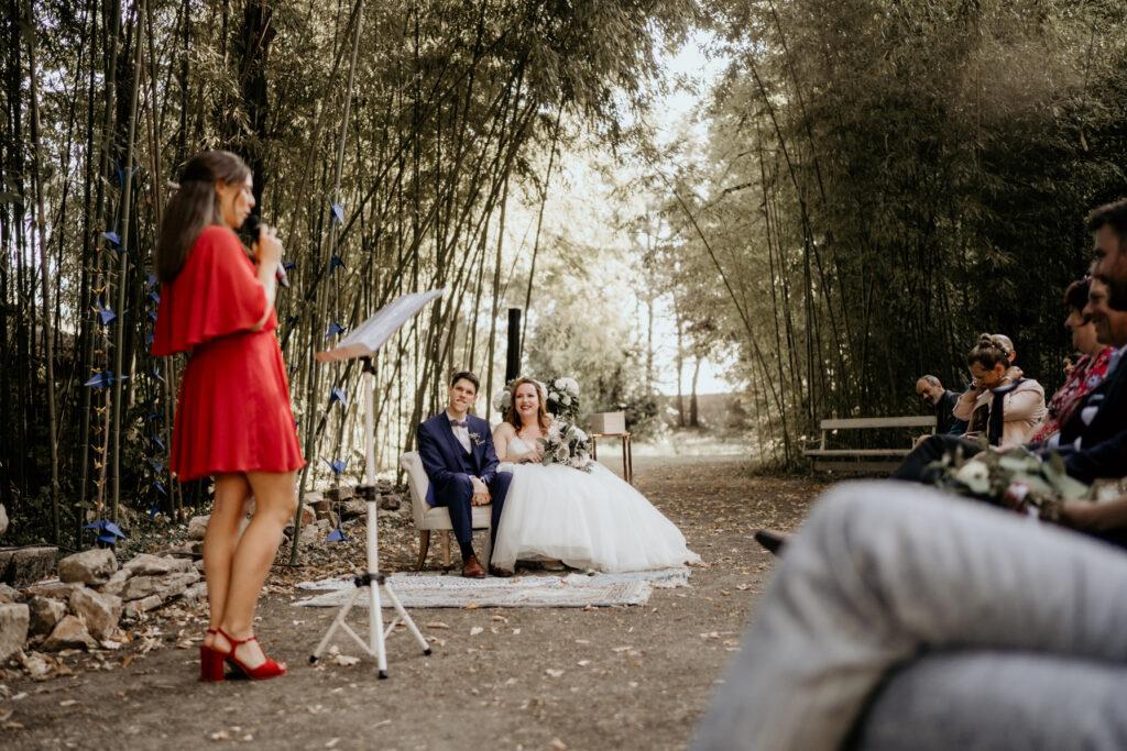 officiante de ceremonie laique rhone red dress wedding planner lyon organisation mariage beaujolais