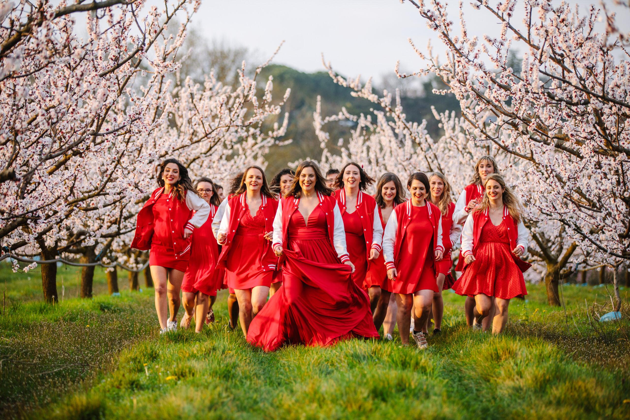 equipe dday wedding planner organisation de mariage france en robes rouges reddress franchises
