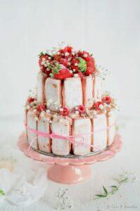 Pièce montée en biscuit rose