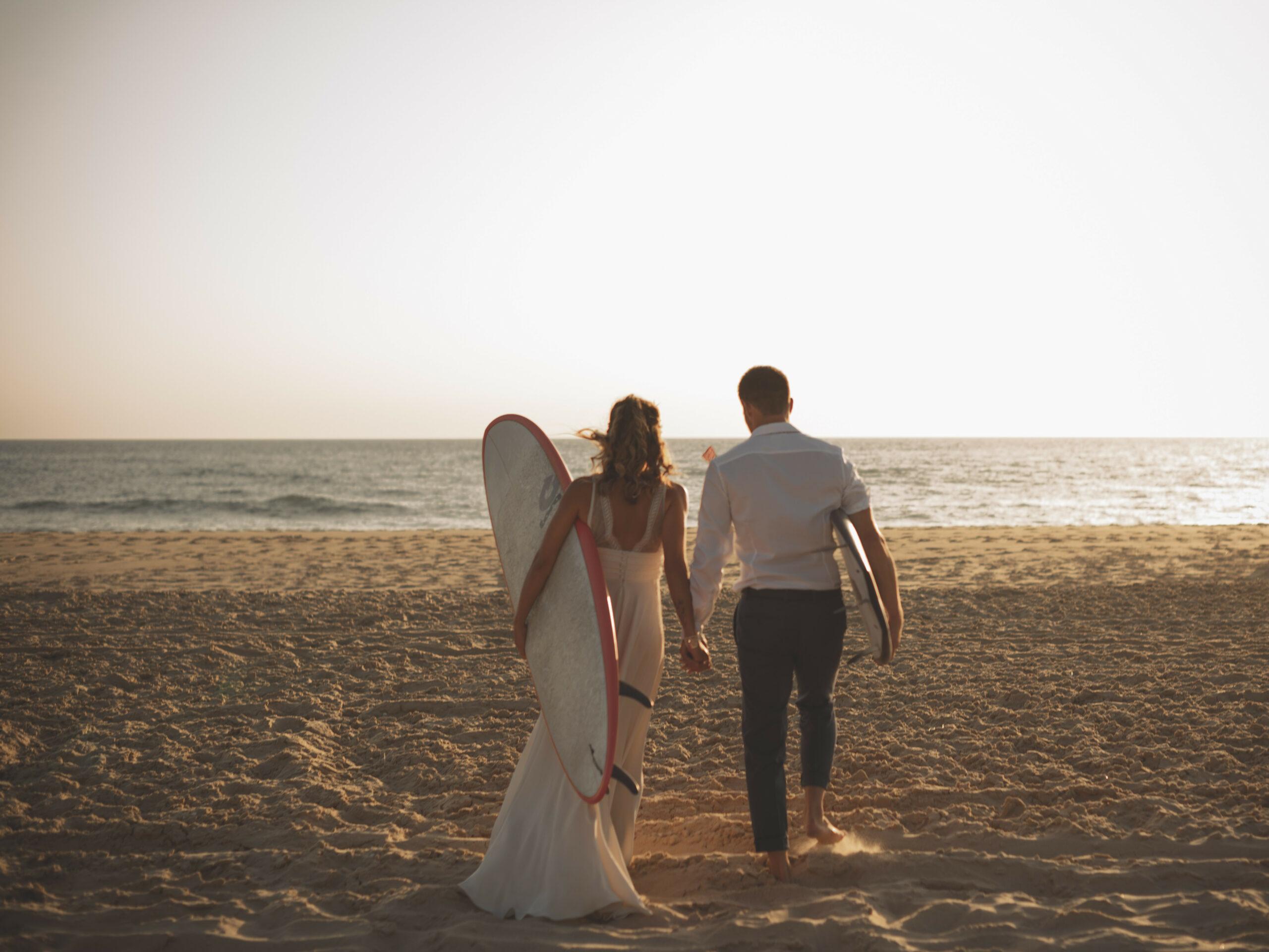 D Day Wedding Planner La Rochelle Wedding Planner Charente-Maritime Chaussures de mariée chaussure de mariage wedding shoes mariage à la plage pieds dans le sable pieds nus surfeurs surf mariée marié