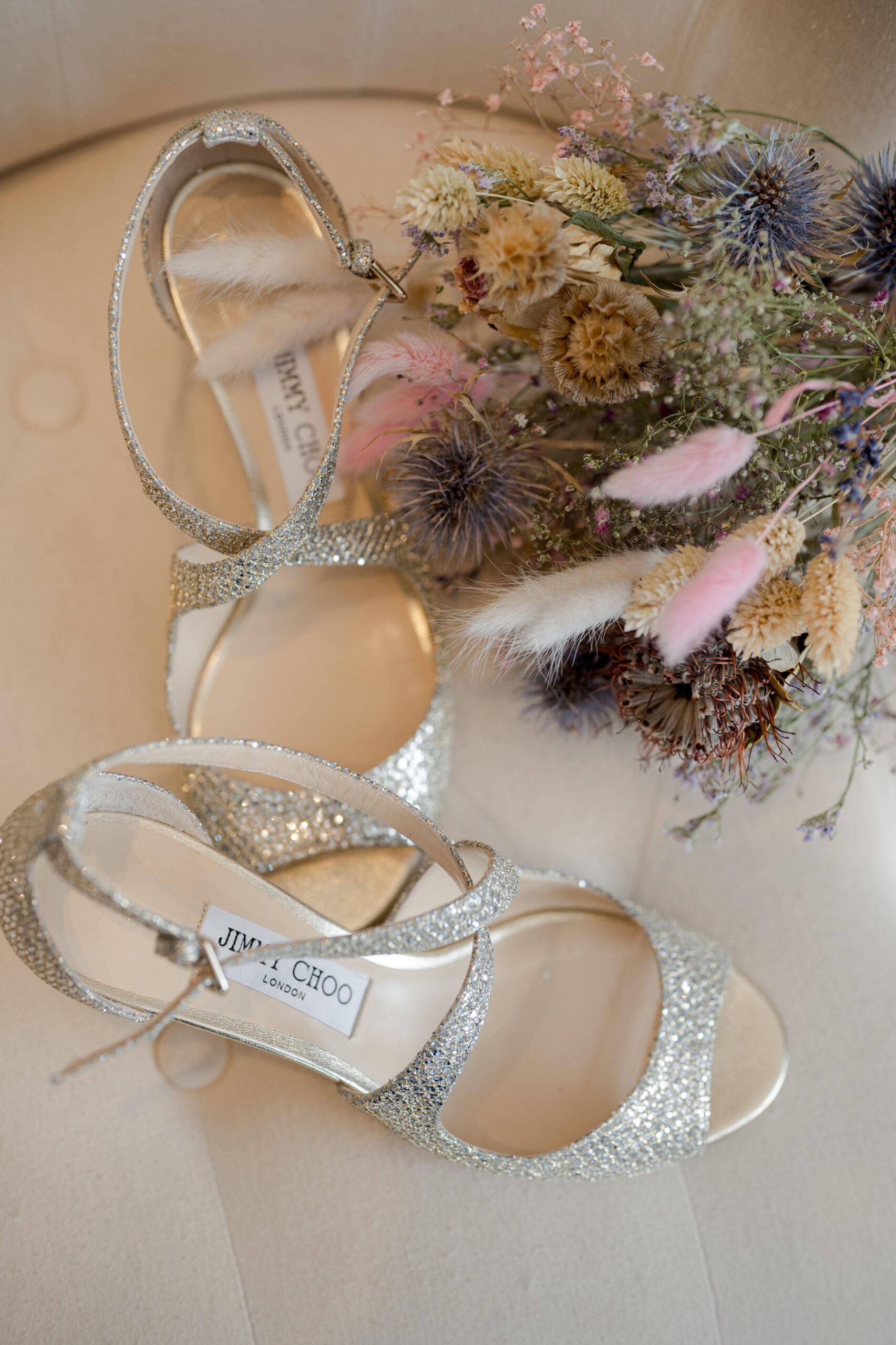 D Day Wedding Planner La Rochelle Wedding Planner Charente-Maritime Chaussures de mariée chaussure de mariage wedding shoes shoes addict sequin strass paillettes argenté fleurs de mariage mariée marié